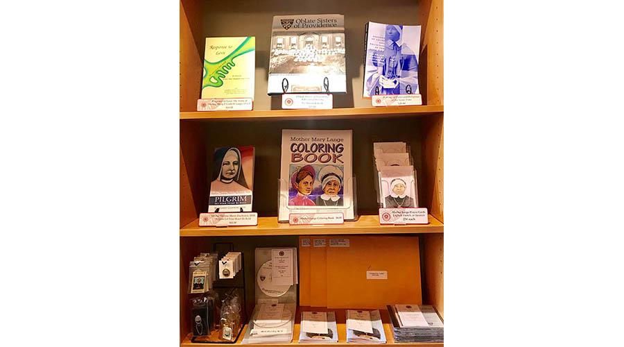 6-Gift Shop IMG_E9682